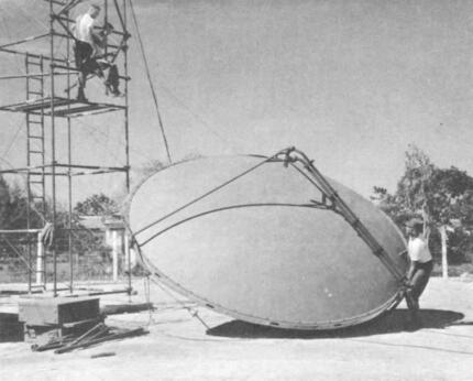 pg12.jpginstalling_inflatable_antenna_for_a_mobile_radio_tropospheric_scatter_terminal.jpg